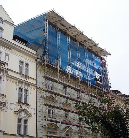 Přemyslovská - fasádne lešenie a zastrešenie stavby