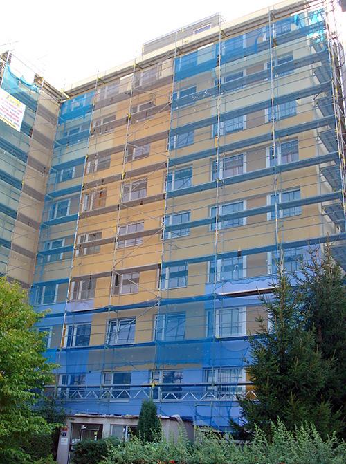 Zateplenie panelového domu Majerského - fasádne lešenie