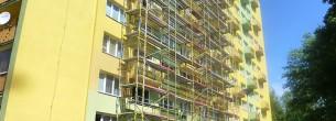 Panelový dom - fasádne lešenie
