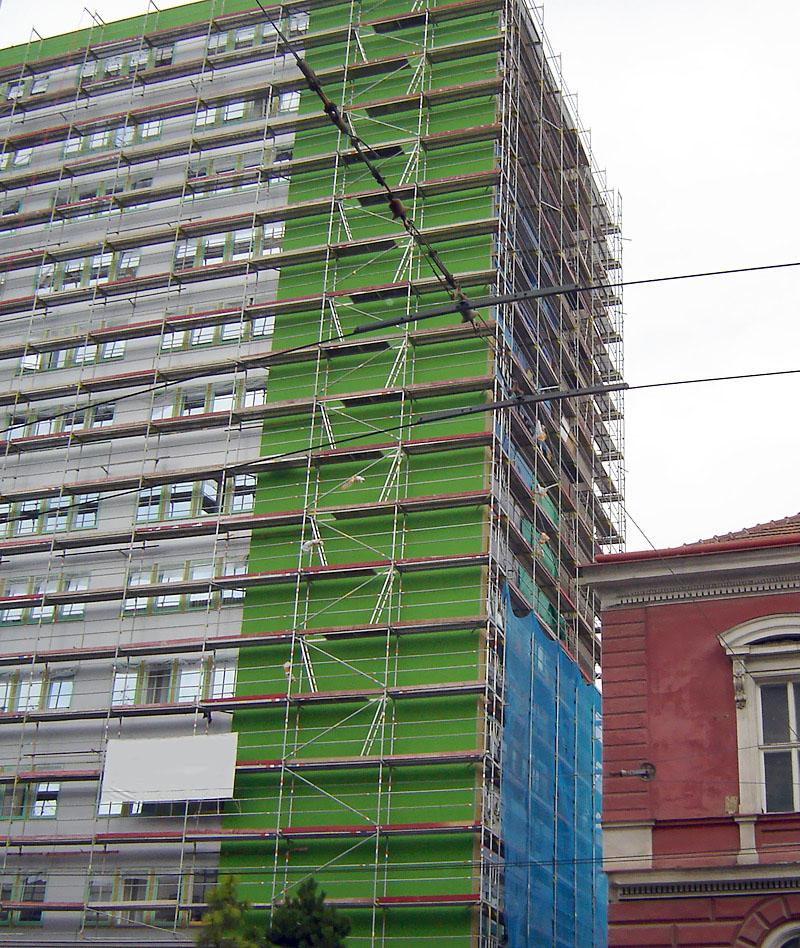 Zateplenie panelového domu - fasádne lešenie