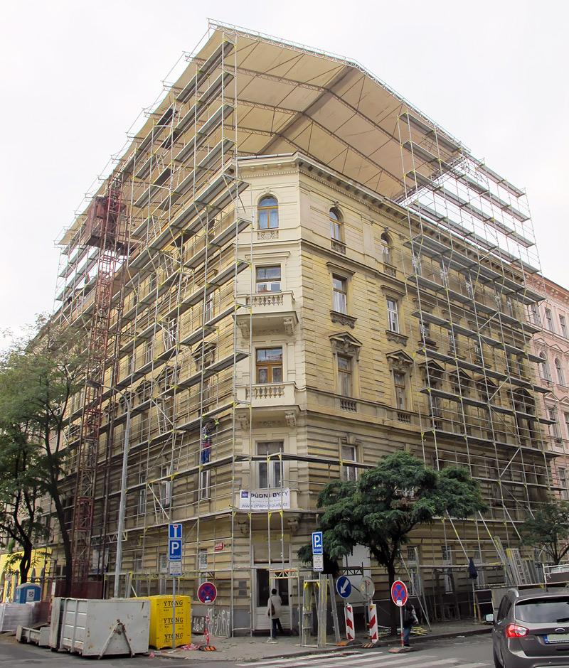 Fasádne lešenie, zastrešenie stavby WACO