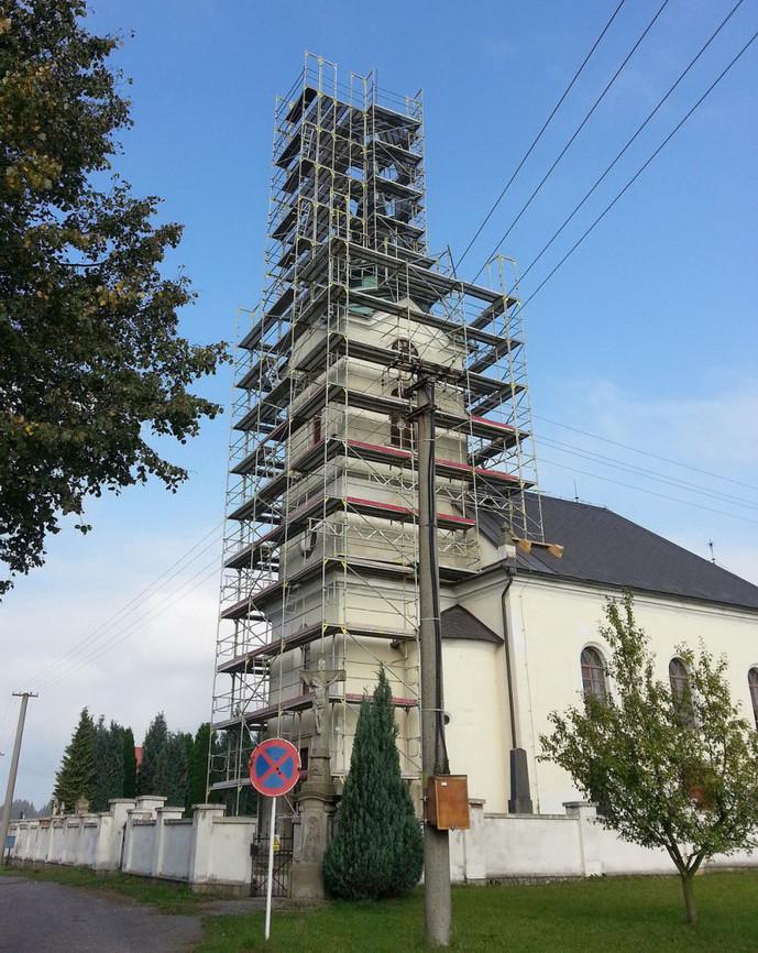 Fasádne lešenie Brno - kostol Mistrovice